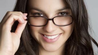 Макияж для тех кто носит очки.