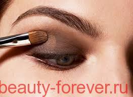 макияж с помощью кистью