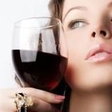 Красное вино и его преимущества для кожи