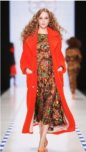 Яркие оттенки пальто