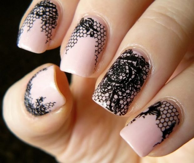 Стильное кружево на ногтях