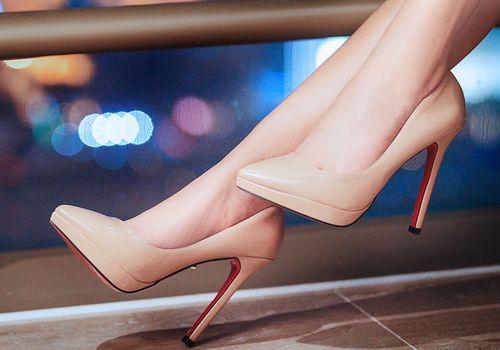 Модные туфли с острым носком