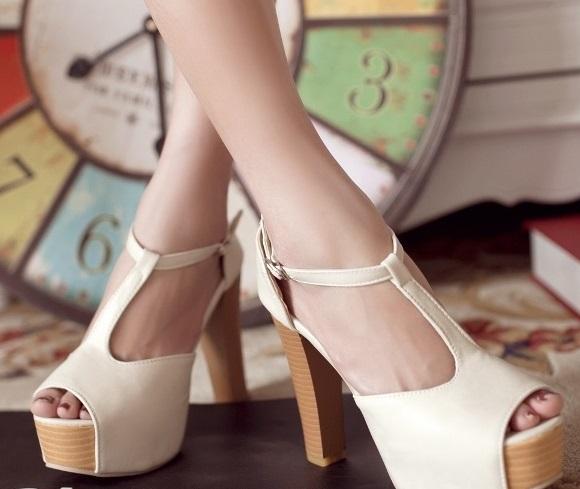Туфли на деревянном каблуке
