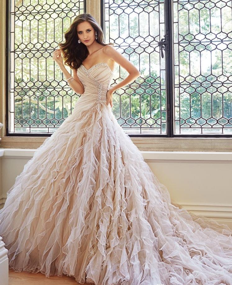Роскошные платья с перьями