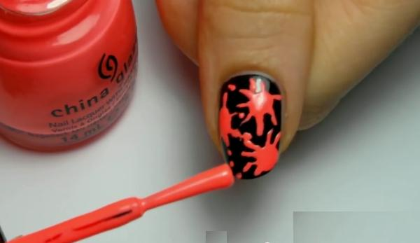 Кляксы на ногтях