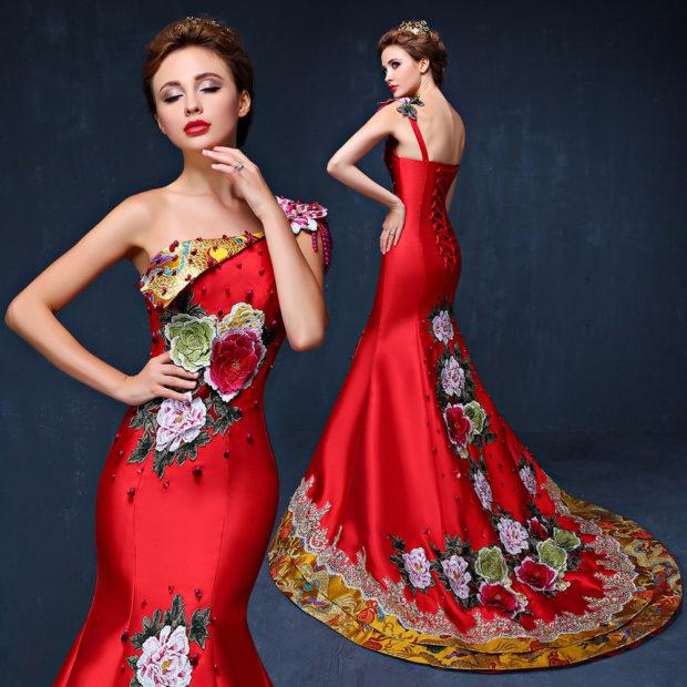 Платья с вышивкой