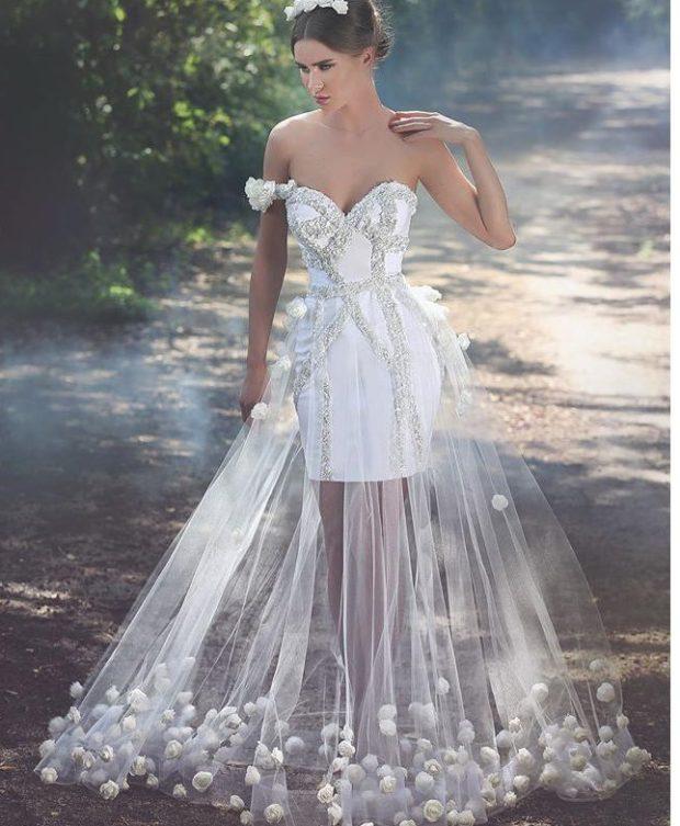 Платья с прозрачной юбкой