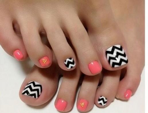 Графические узоры на ногтях