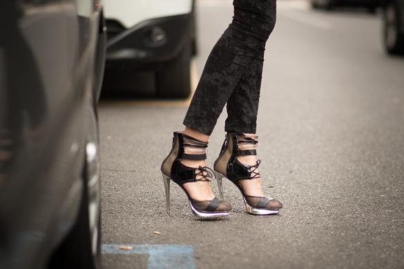 Элегантные туфли с пряжками и ремешками