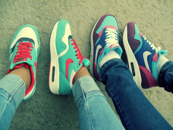 Цветовая гамма кроссовок